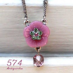 http://www.antiguinha.com.br/pd-f3787-gargantilha-flor-lilas-lalita.html